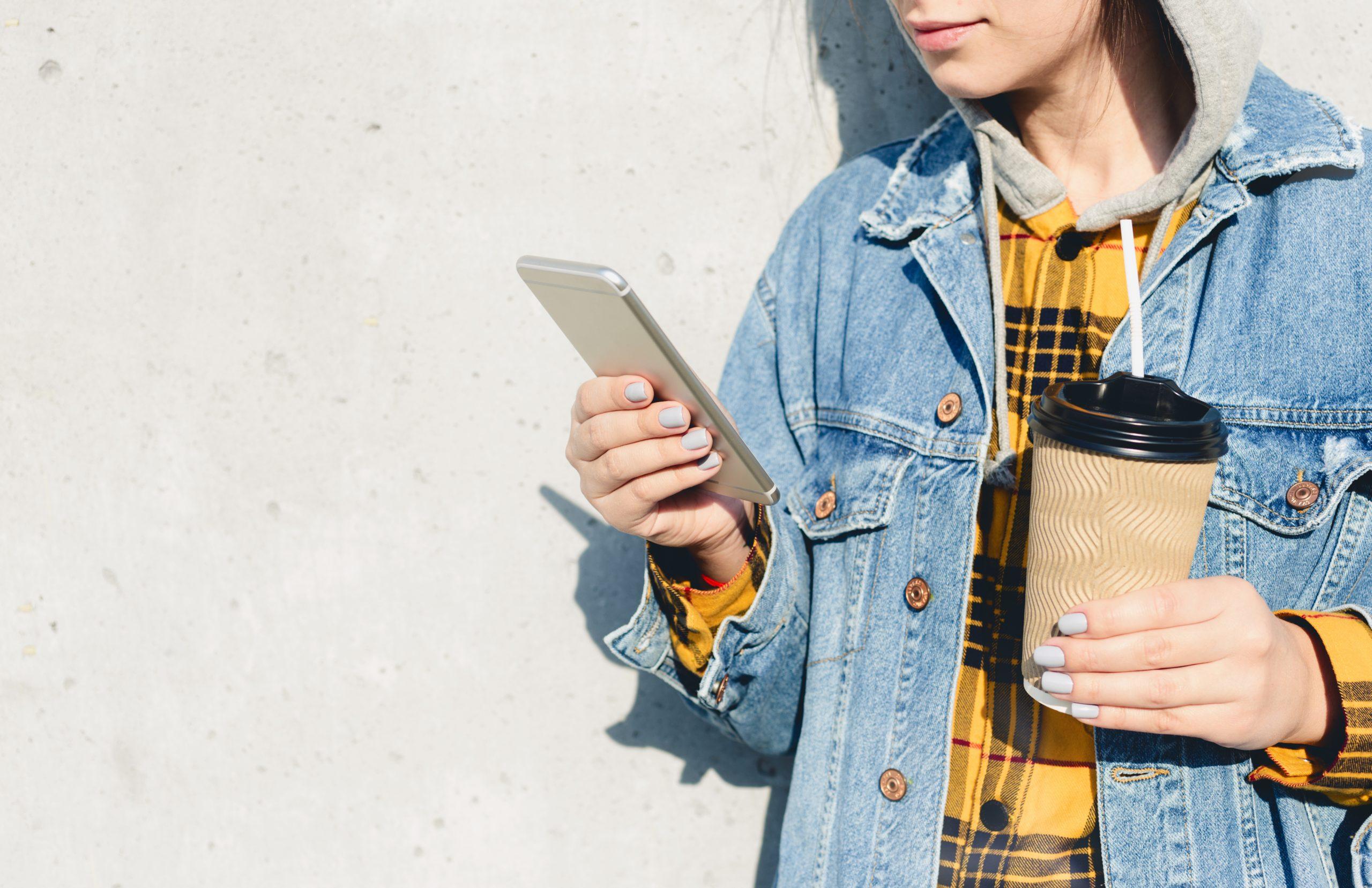 How do Australian consumers use social media